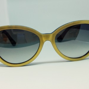 Cutler And Gross Modelo 0886 gold on dark turtle de frente
