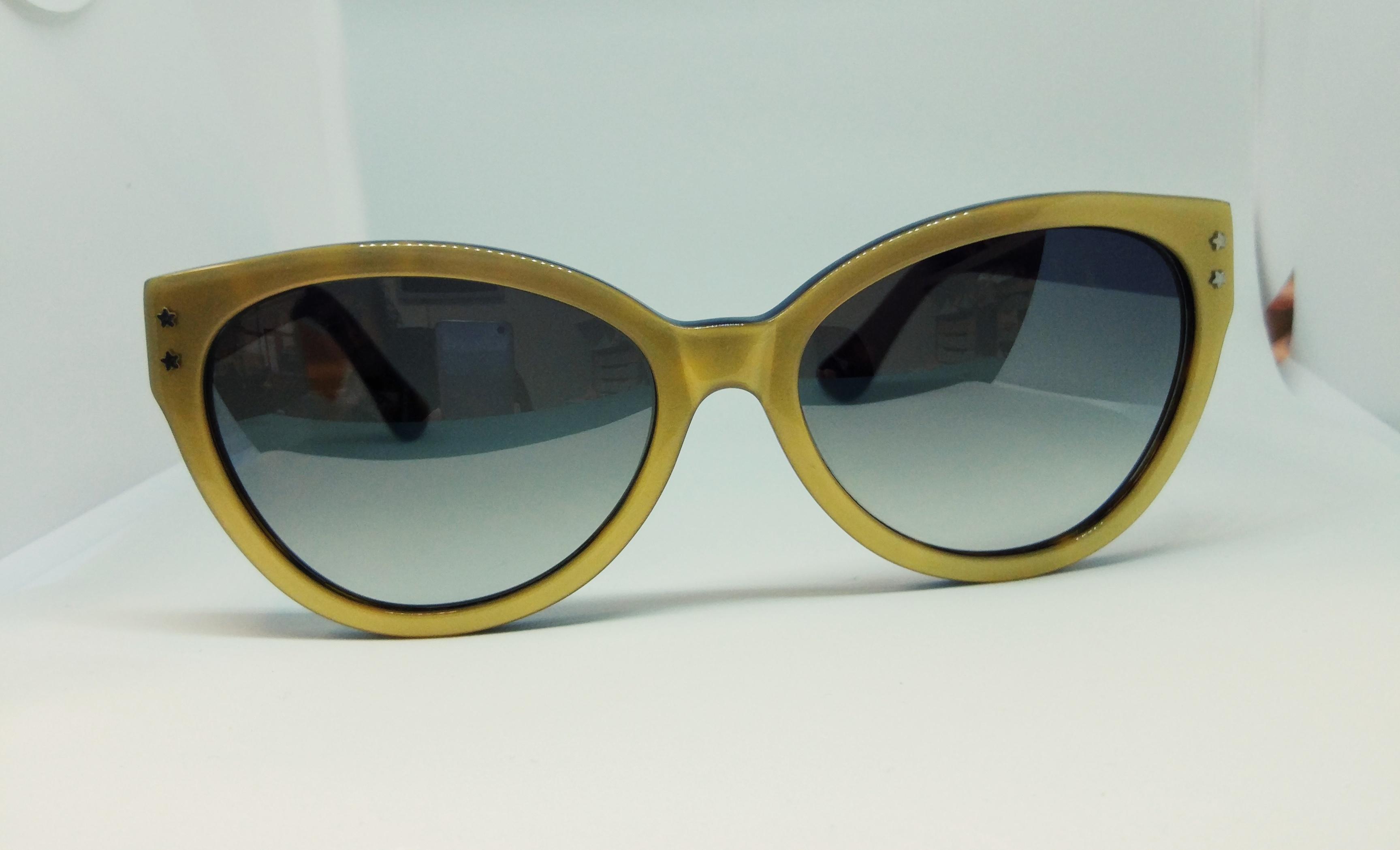 Cutler And Gross Modelo 0886 gold on dark turtle de frente