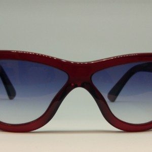 Cutler And Gross Modelo 1081 Red Turtle de frente