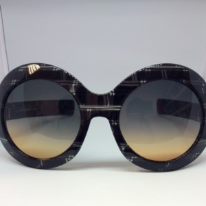 Oliver Goldsmith modelo Koko Black Ice de frente