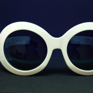 Oliver Goldsmith modelo Koko White de frente